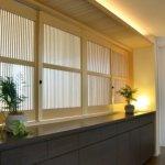 上質な窓辺の家具|木製可動ルーバーでお部屋のグレード感をUP