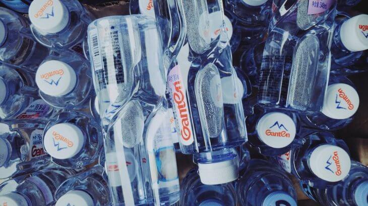【防災グッズ】地震・台風に備えて!「水&食料」の防災備蓄、一人暮らしならどれくらい必要?