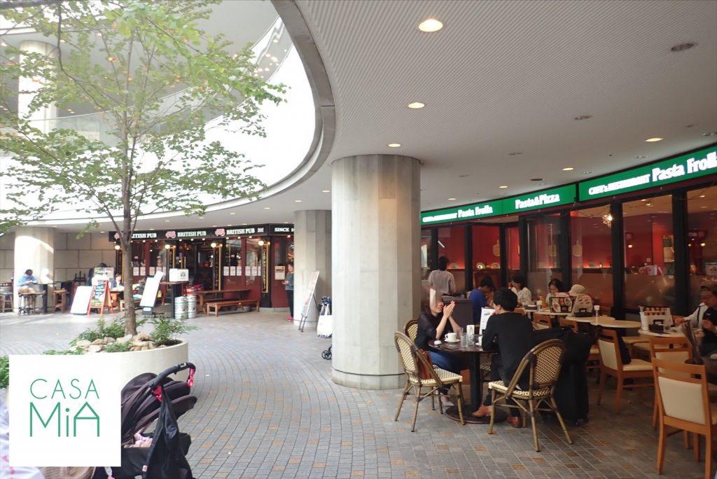 オペラシティ1階のカフェスペース