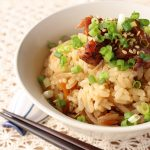 缶詰&惣菜で簡単。鶏肉とごぼうの炊き込みご飯(+わかめスープ)
