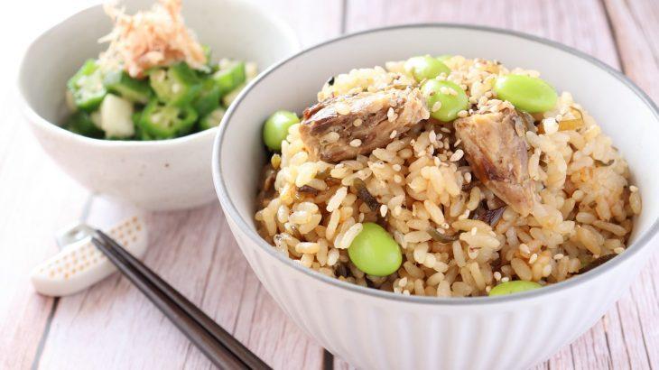 コンビニ食材で簡単♪「鯖缶と塩昆布の炊き込みご飯」のレシピ