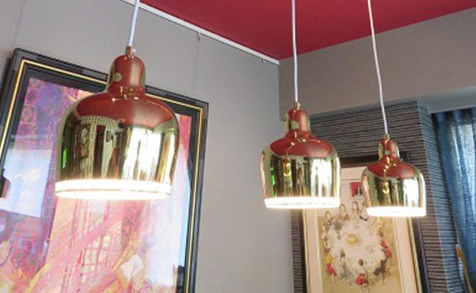 ペンダント照明の多灯吊りアイデア。組み合わせて明るさ確保