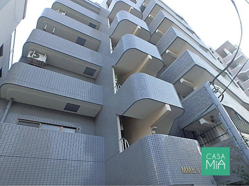 総戸数6戸でもタイル貼りなので重厚感あります|MMビル