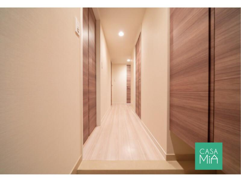 玄関から続く木目がなんとも美しい|玄関・廊下|プレシス東日暮里
