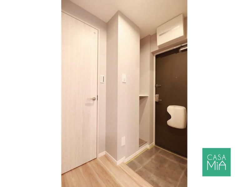 玄関ドアの横にある小さなカウンターが便利!|ワールドパレス大井仙台坂