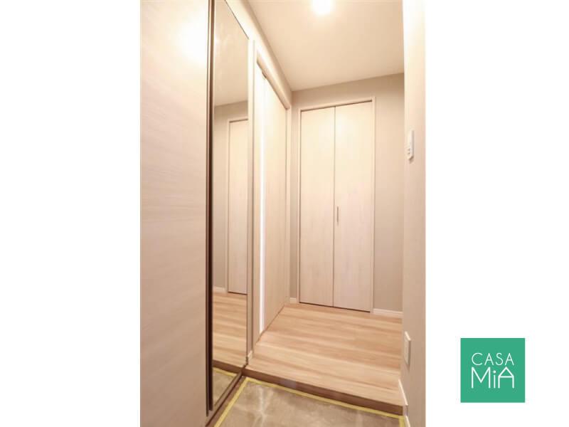 玄関には大型の全身鏡が設置されています。使える!|ワールドパレス大井仙台坂